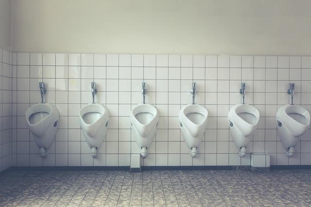 おしっこ_色_トイレ